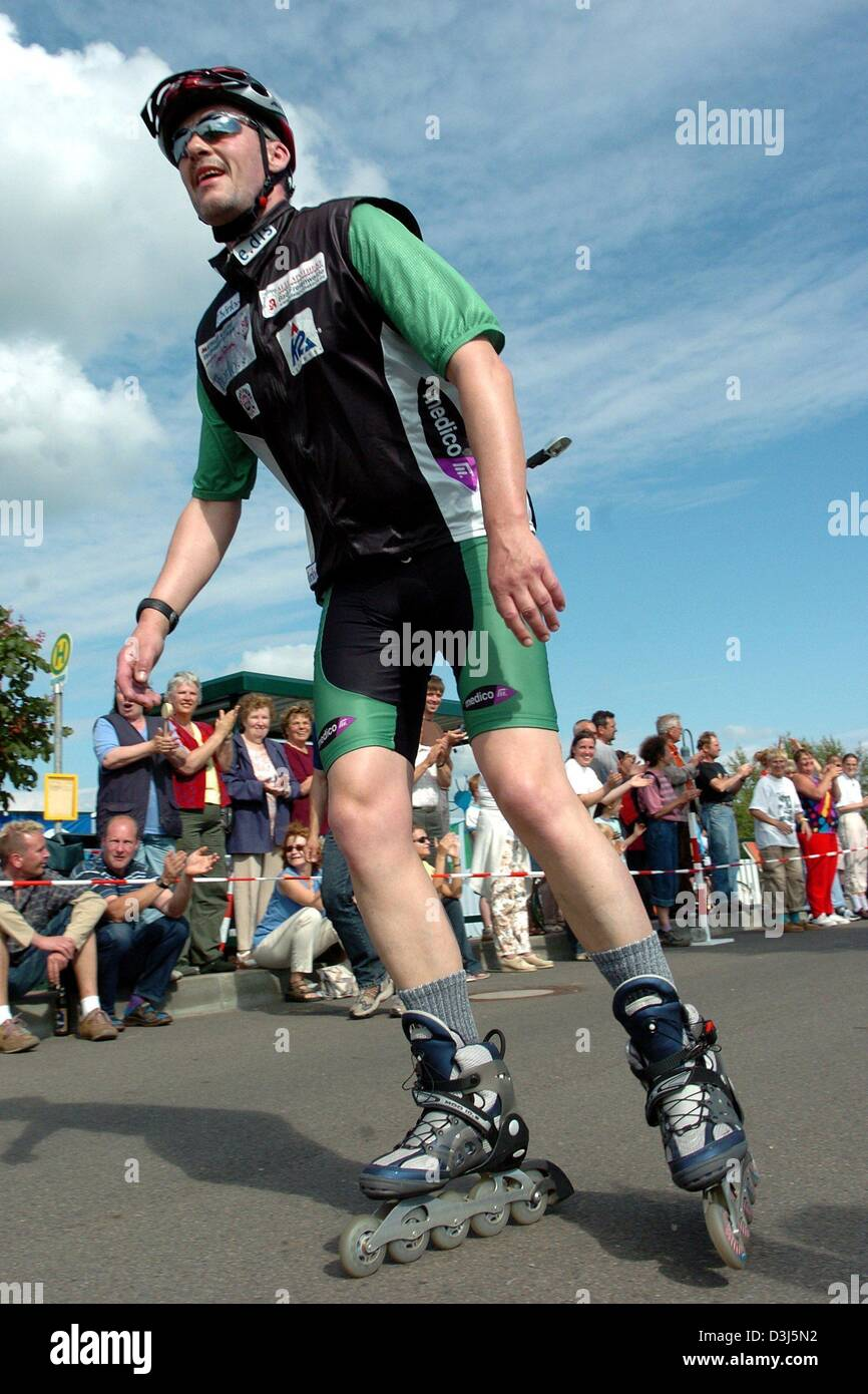 Roller skate xtreme -  Dpa German Extreme Sports Fanatic Mathias Lillge Rollerblades The Last Lap Of His