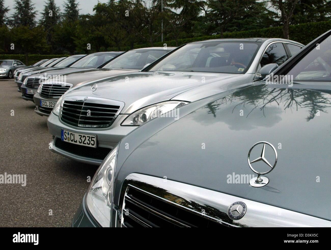 Dpa a row of new mercedes benz s class cars stand on a for Mercedes benz car lot
