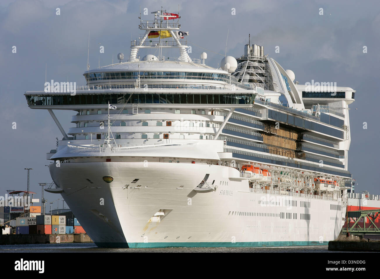 Metres And RT Cruise Line Ship Star Princess By US - Princess cruise ship fire