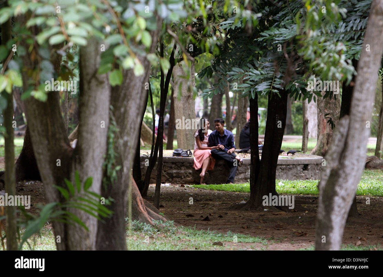 Lankan couple in viharamahadevi park colombo - 2 part 10