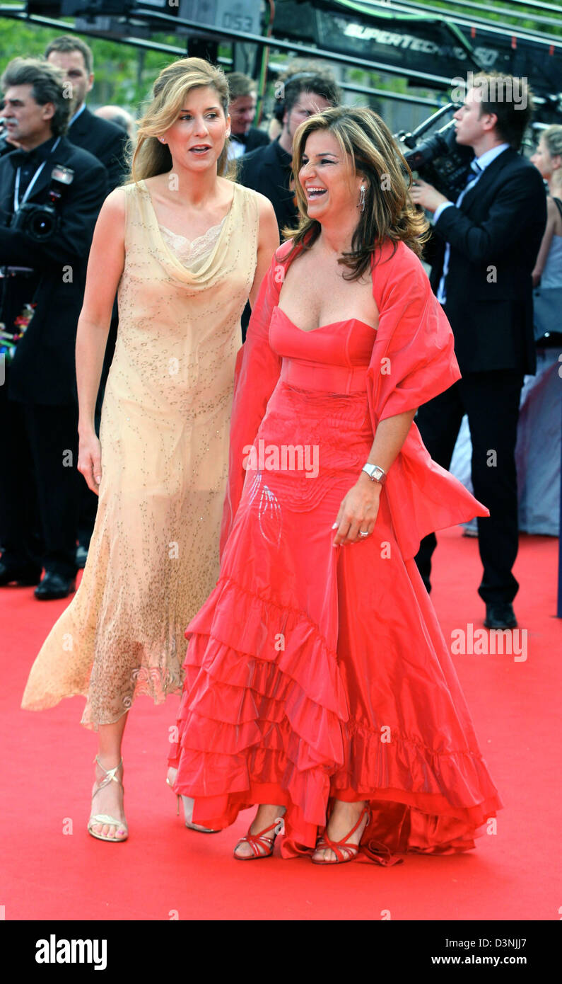 Former tennis stars Monica Seles L and Arantxa Sanchez Vicario