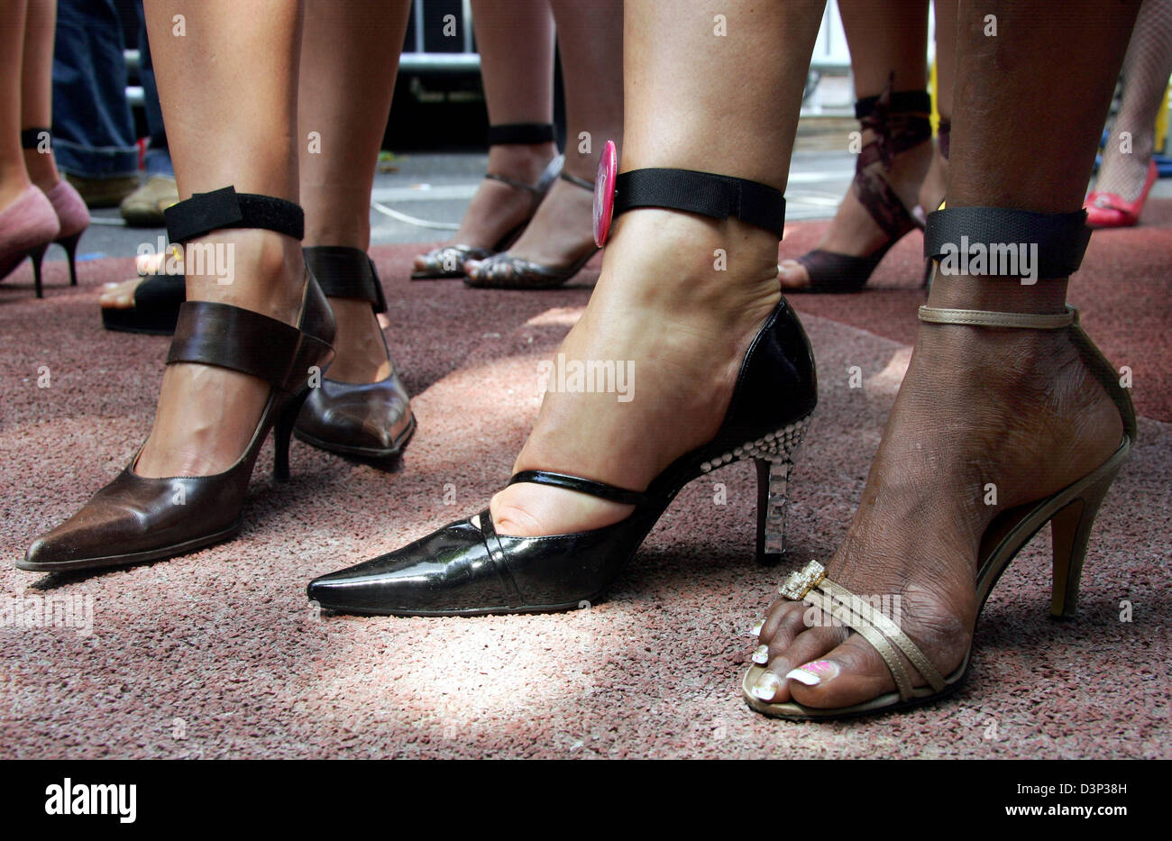 Women in high-heels pictured at the start to the first German ...