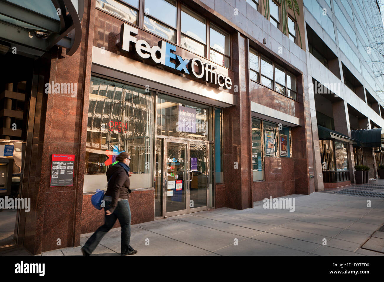Cost of color printing at fedex - Fedex Kinko S Printing Services Fedex Office Storefront Washington Dc Usa Stock Image