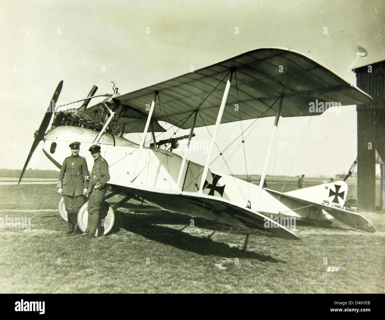 Au sujet des teintes de vernis des avions allemands 1914/1916 Lvg-cii-D40YEB