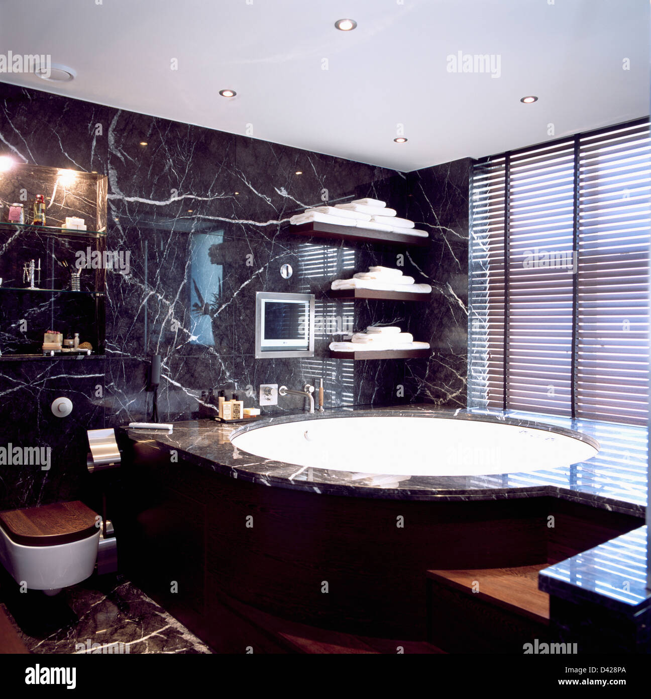 Black Stone Bath : Photo - Marble edging on large circular bath in black marble bathroom ...