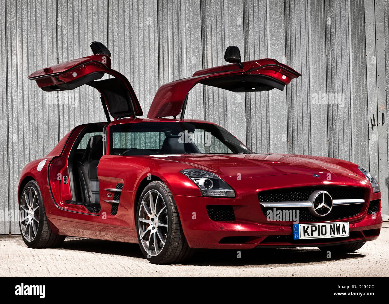 Red mercedes benz sls amg luxury car with wing doors for Mercedes benz with wing doors