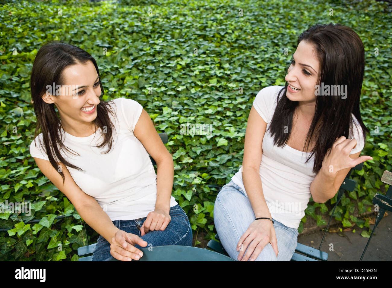 bff girls hanging out in manhattan\'s bryant park Stock Photo ...
