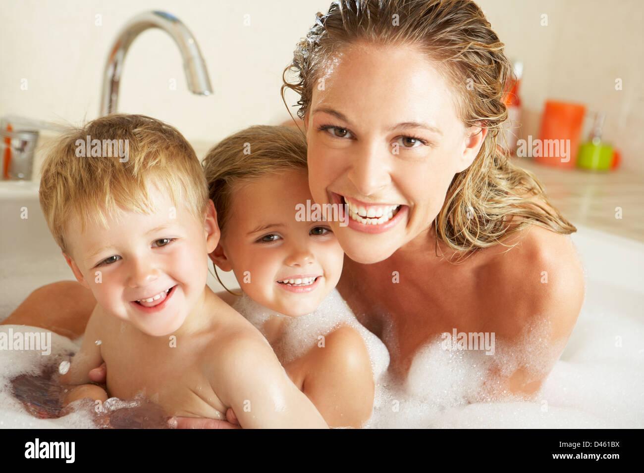 Фото мам с дочкой в ванной 9 фотография