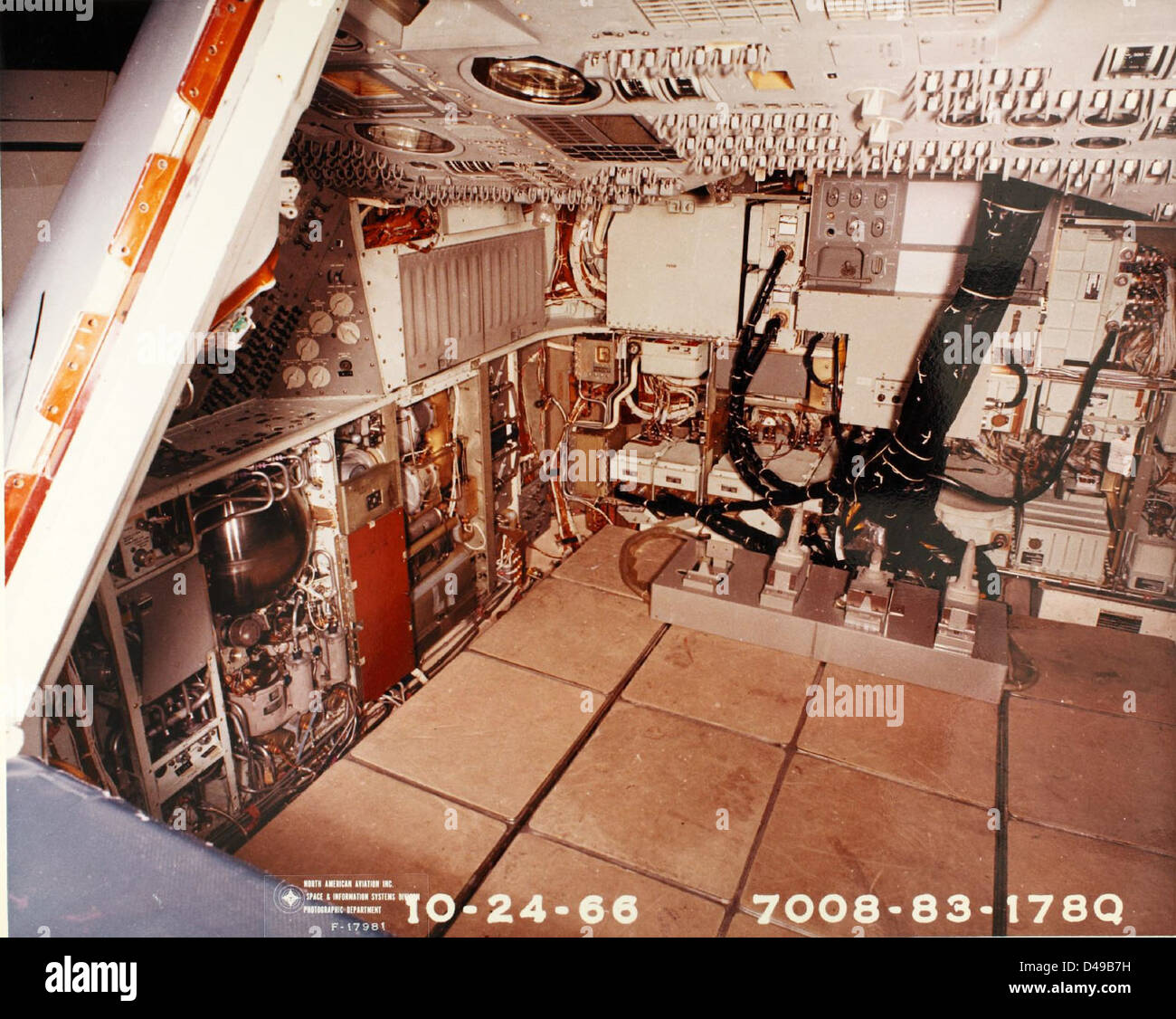 inside apollo capsule houston - photo #9