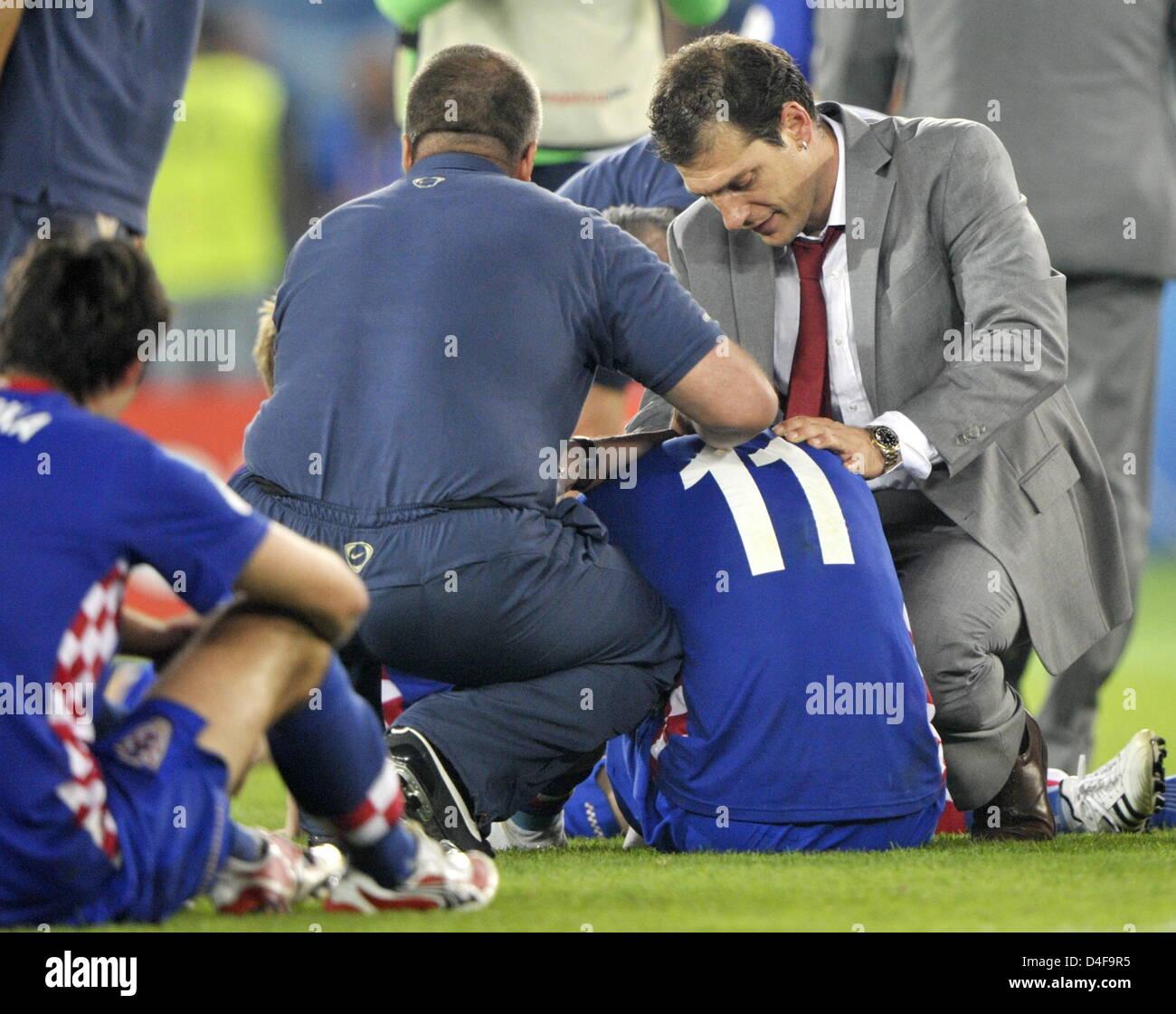 Head Coach Slaven Bilic R forts Darijo Srna of Croatia cries