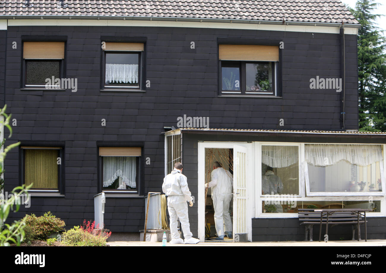 In House Dortmund a forensics unit searches a semidetached house in dortmund