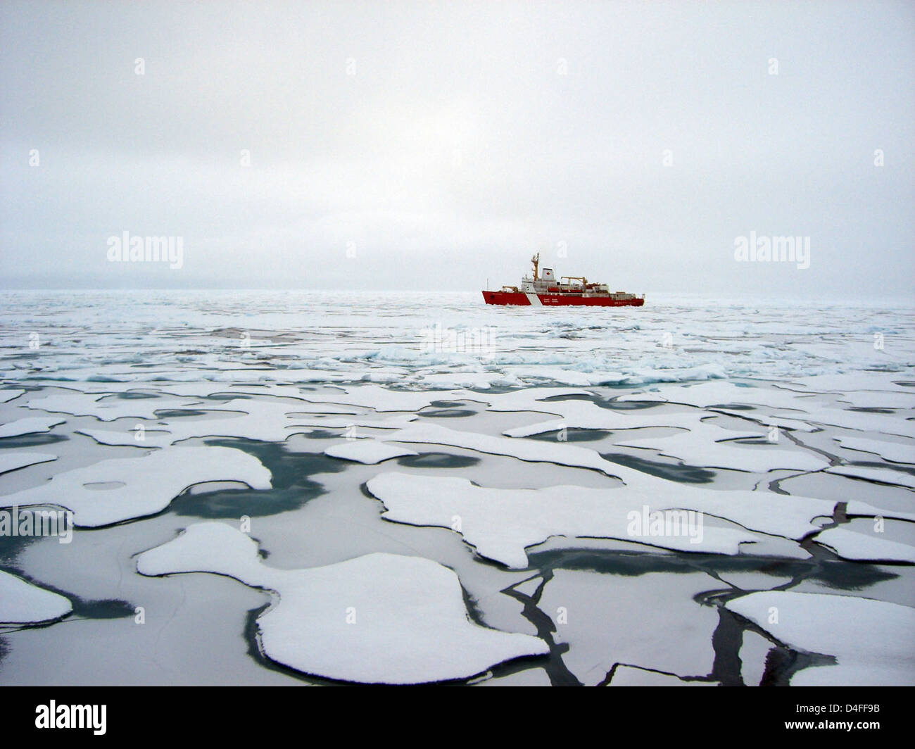 Stock Photo U S Canada Fourth Joint Mission To Map The Continental Shelf In The Arctic Ocean