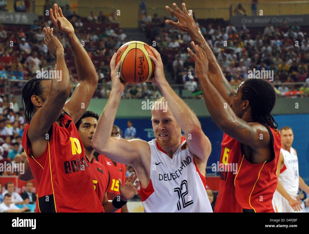 The german basketball player Chris Kaman C fight for the ball