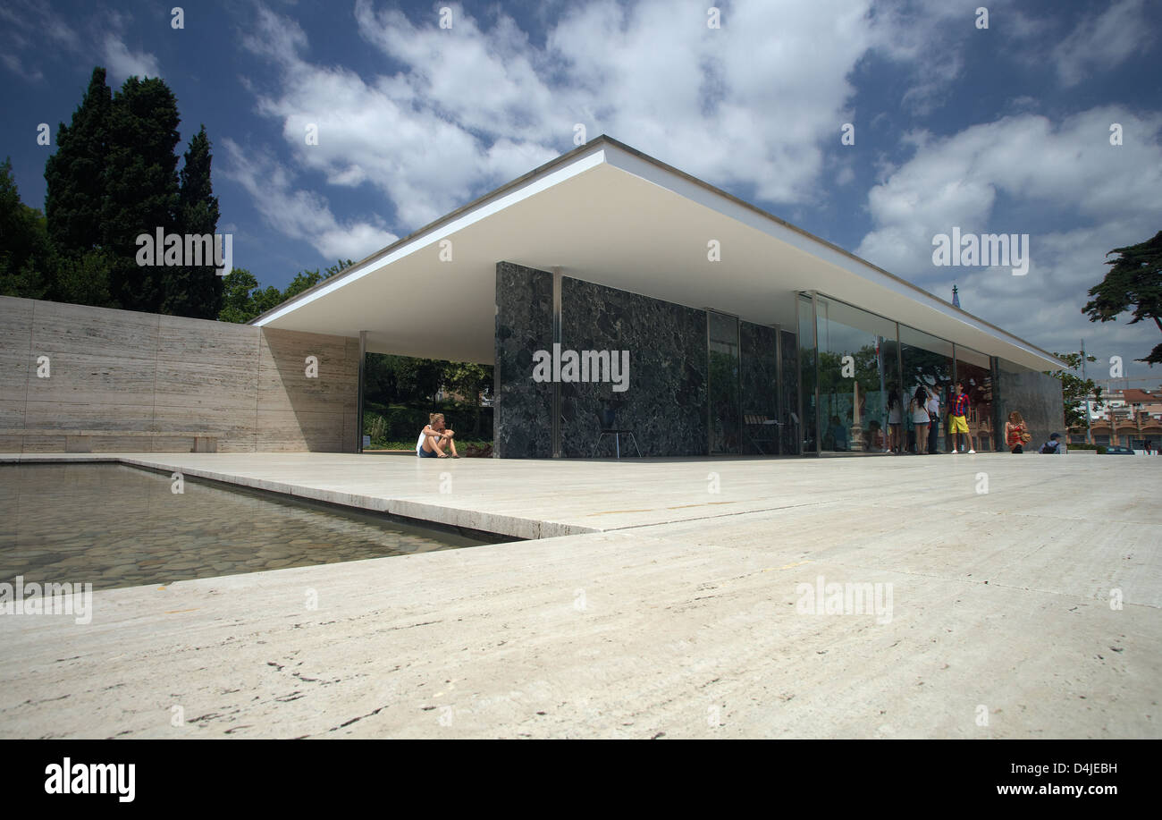 barcelona spain the barcelona pavilion by the architect. Black Bedroom Furniture Sets. Home Design Ideas