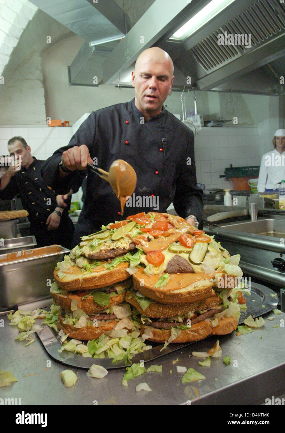 head chef rene dost prepares a heart shaped xxl burger for a wedding stock photo royalty free. Black Bedroom Furniture Sets. Home Design Ideas