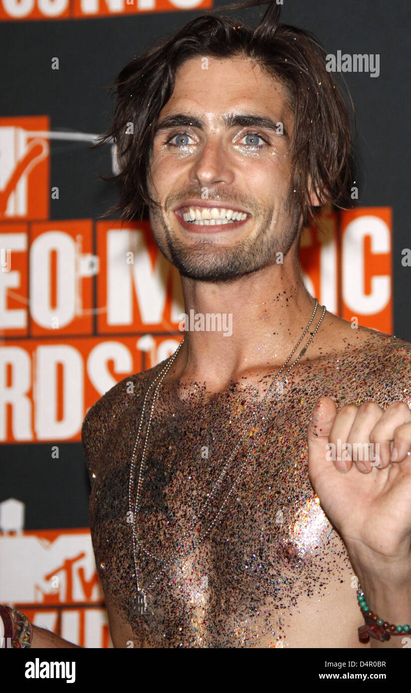 tyson ritter singer of the band all american rejects. Black Bedroom Furniture Sets. Home Design Ideas