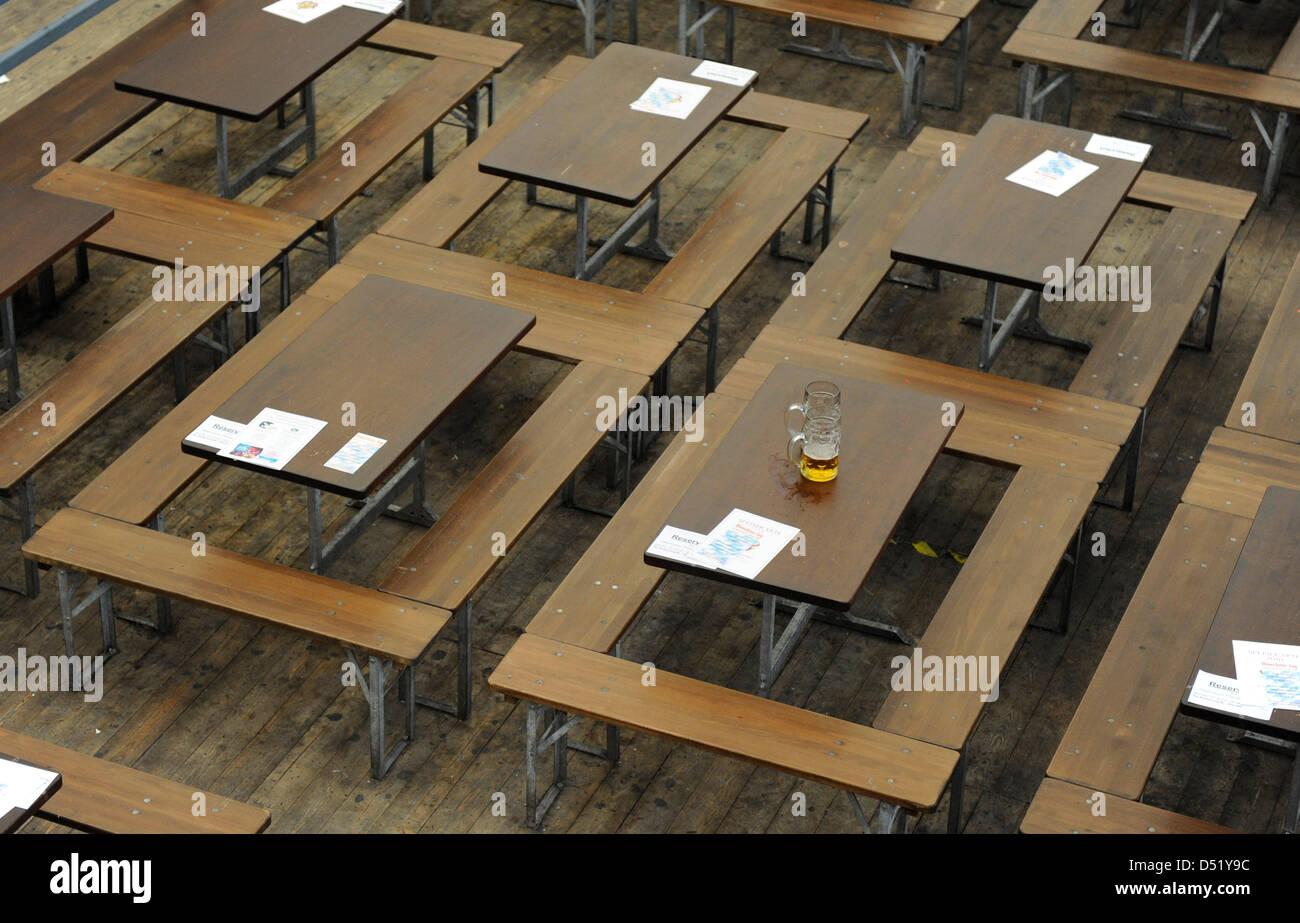 """Résultat de recherche d'images pour """"fair empty stand table"""""""