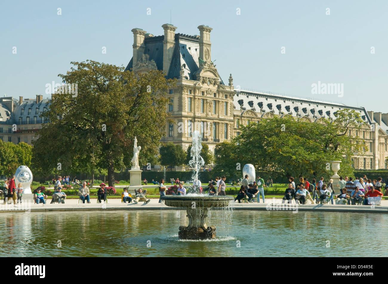 Palais du louvre and jardin des tuileries paris france for Jardins tuileries paris france