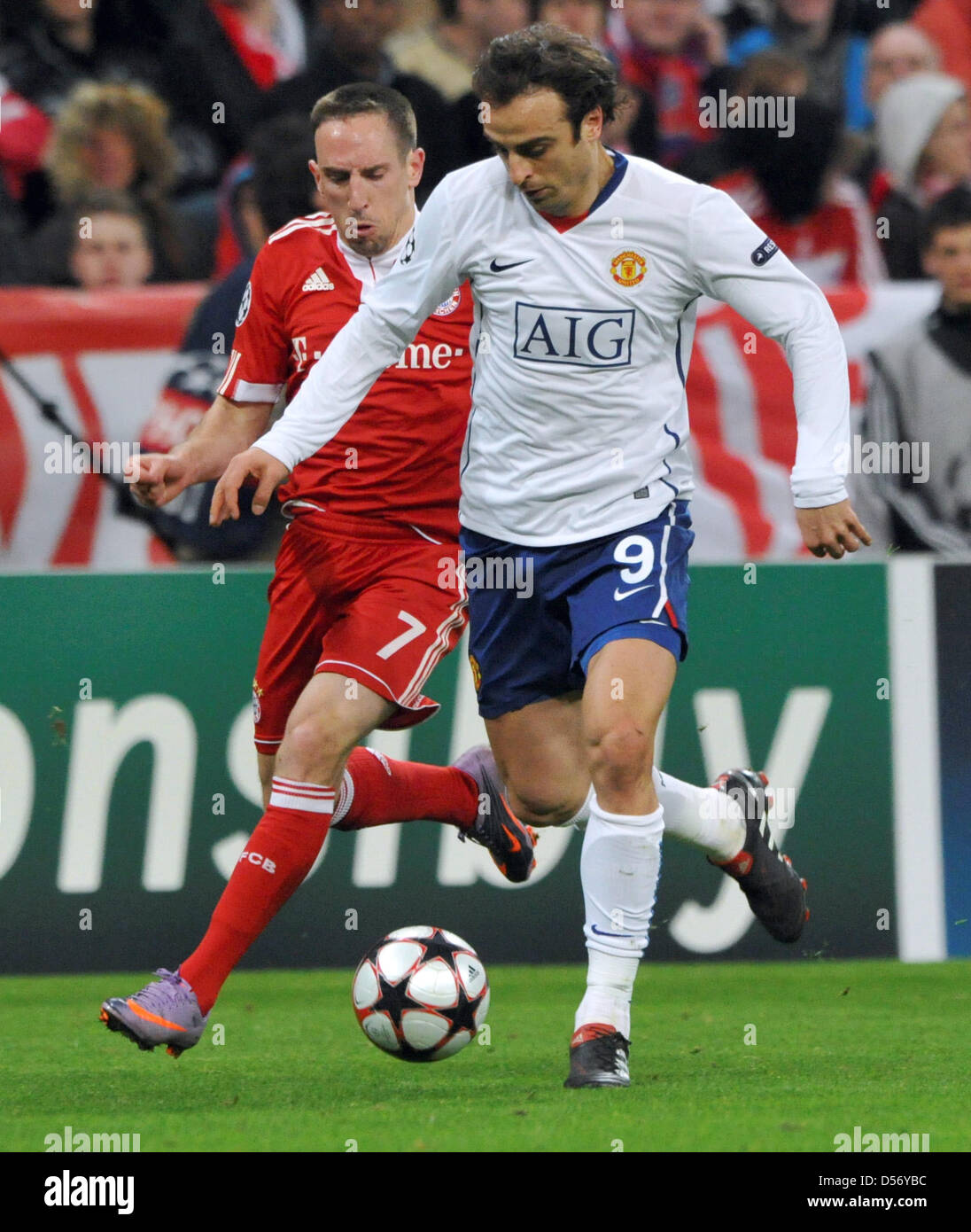 United s Dimitar Berbatov R Munich s Franck Ribery L vie for