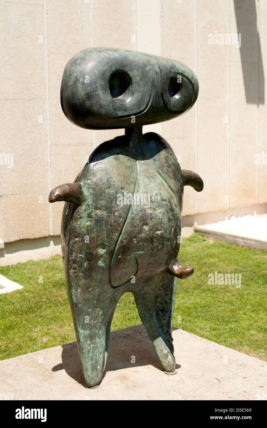 c8.alamy.com/comp/D5E569/personnage-a-sculpture-at...