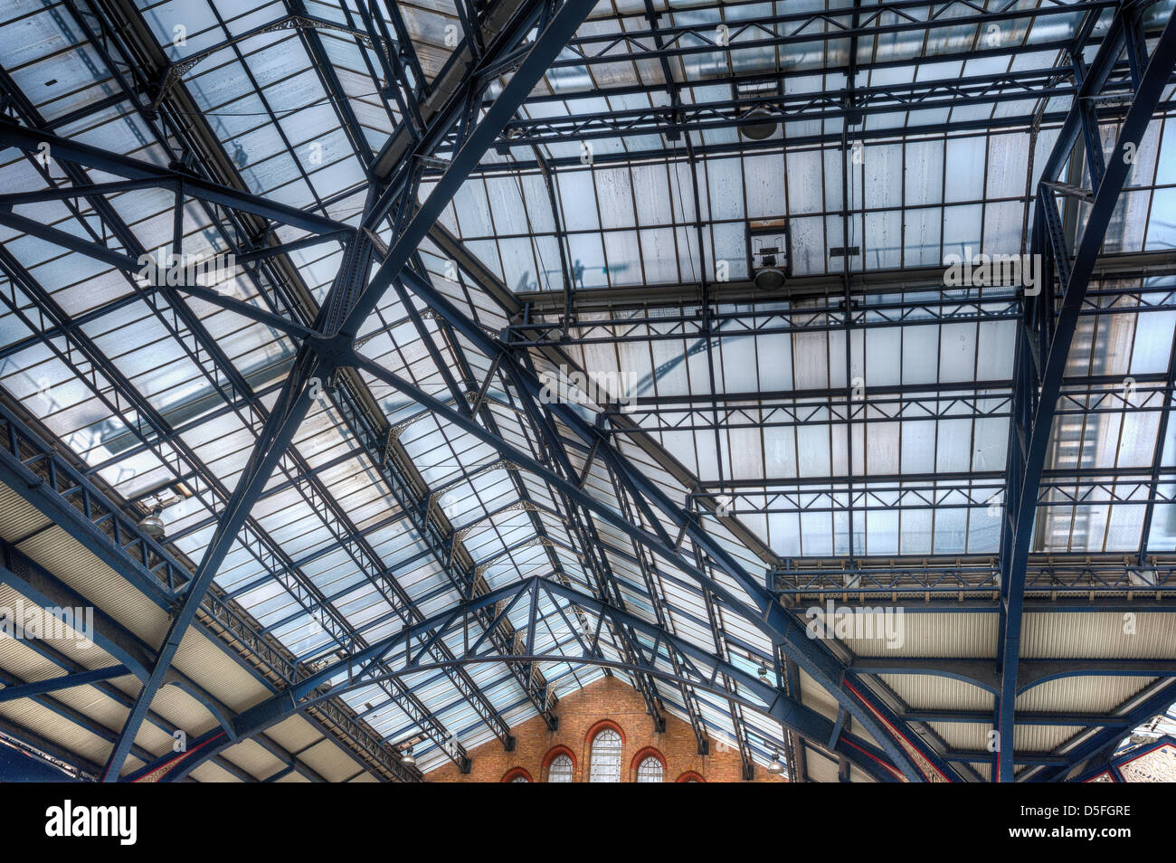 Different types of roofs ccd engineering ltd - Intricate Cast Iron Glazed Victorian Engineering And Detail Of Roof At Liverpool Street Station With Concourse Beneath