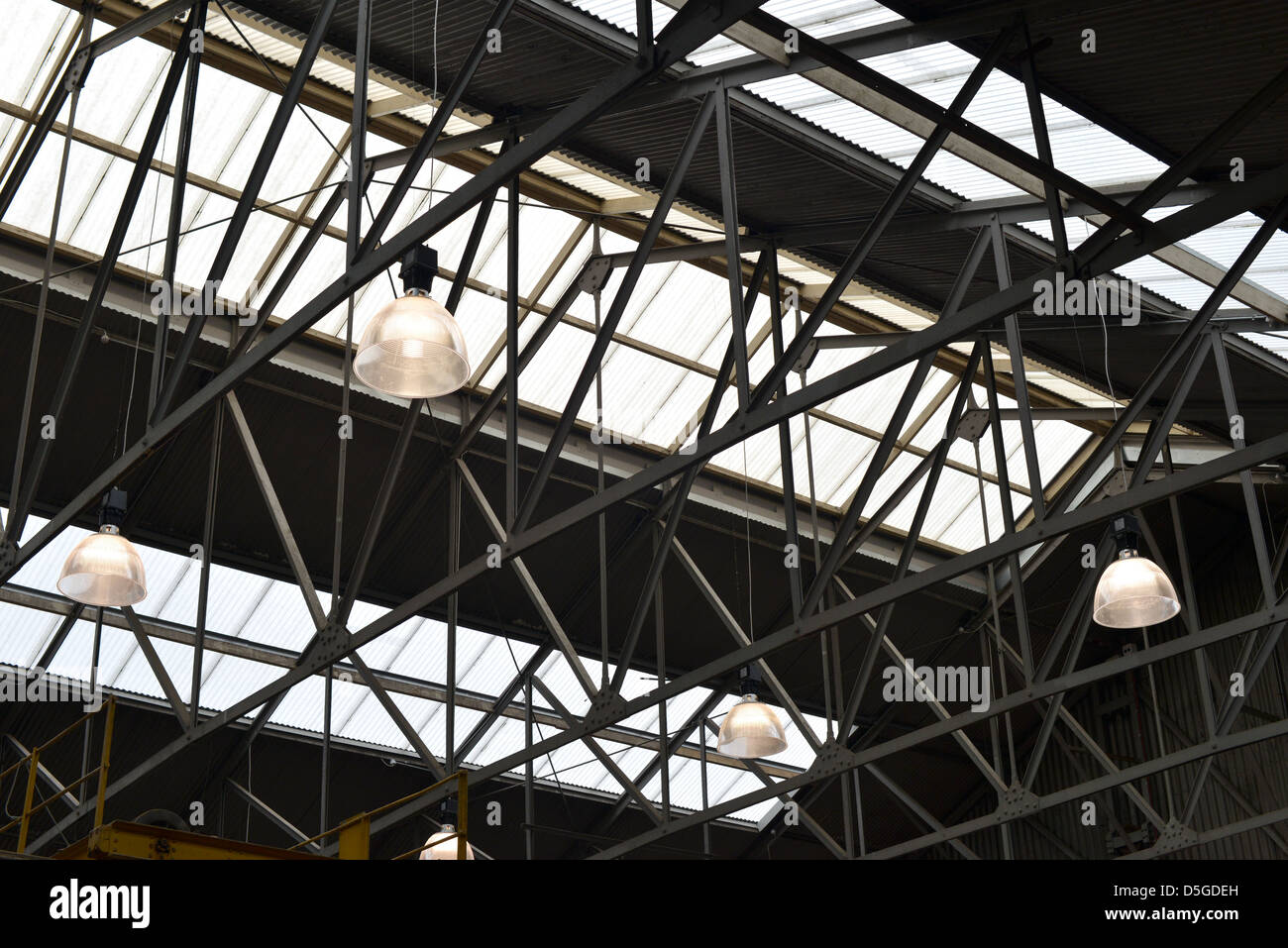 Old industrial warehouse roof A frames gantries glass ceiling and large lights : roof warehouse - memphite.com