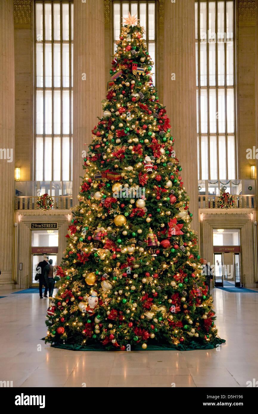 christmas tree at 30th street train station philadelphia. Black Bedroom Furniture Sets. Home Design Ideas