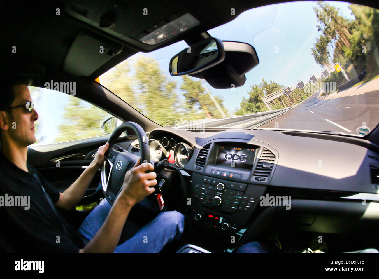 a test driver races an opel insignia opc through a 40. Black Bedroom Furniture Sets. Home Design Ideas