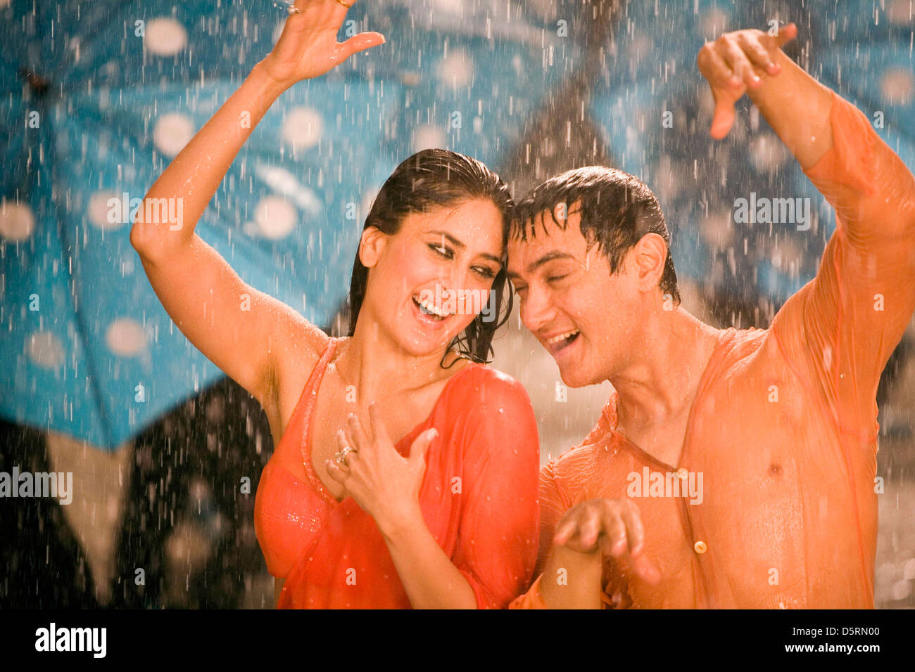 KAREENA KAPOOR & AAMIR KHAN 3 IDIOTS (2009 Stock Photo ...