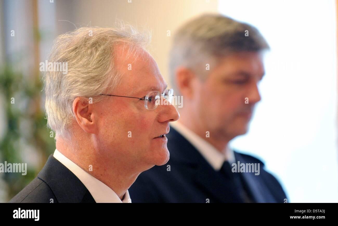 <b>Reinhard Renter</b> (r), head of the police main office Offenburg and Herwig ... - reinhard-renter-r-head-of-the-police-main-office-offenburg-and-herwig-D5TA3J
