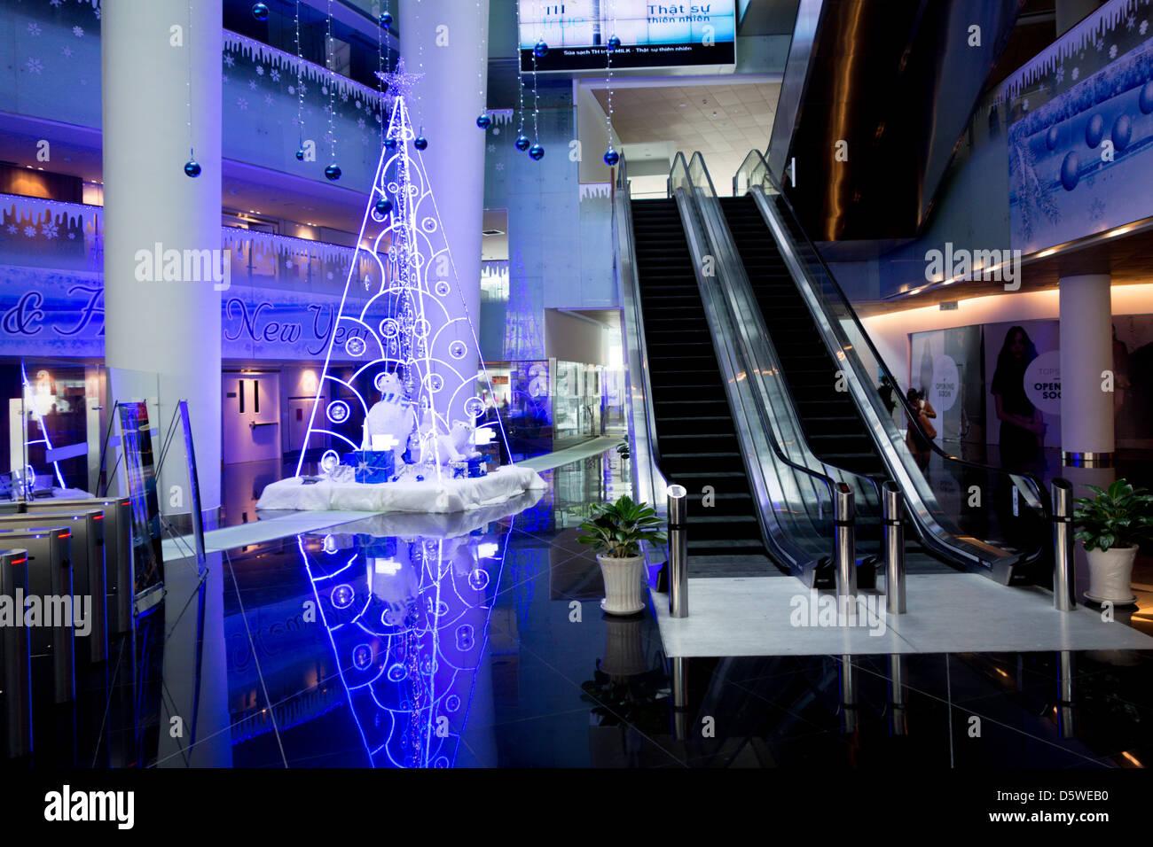 Christmas Tree Company Greytown : Christmas tree inside lobby of corporate hq oil company
