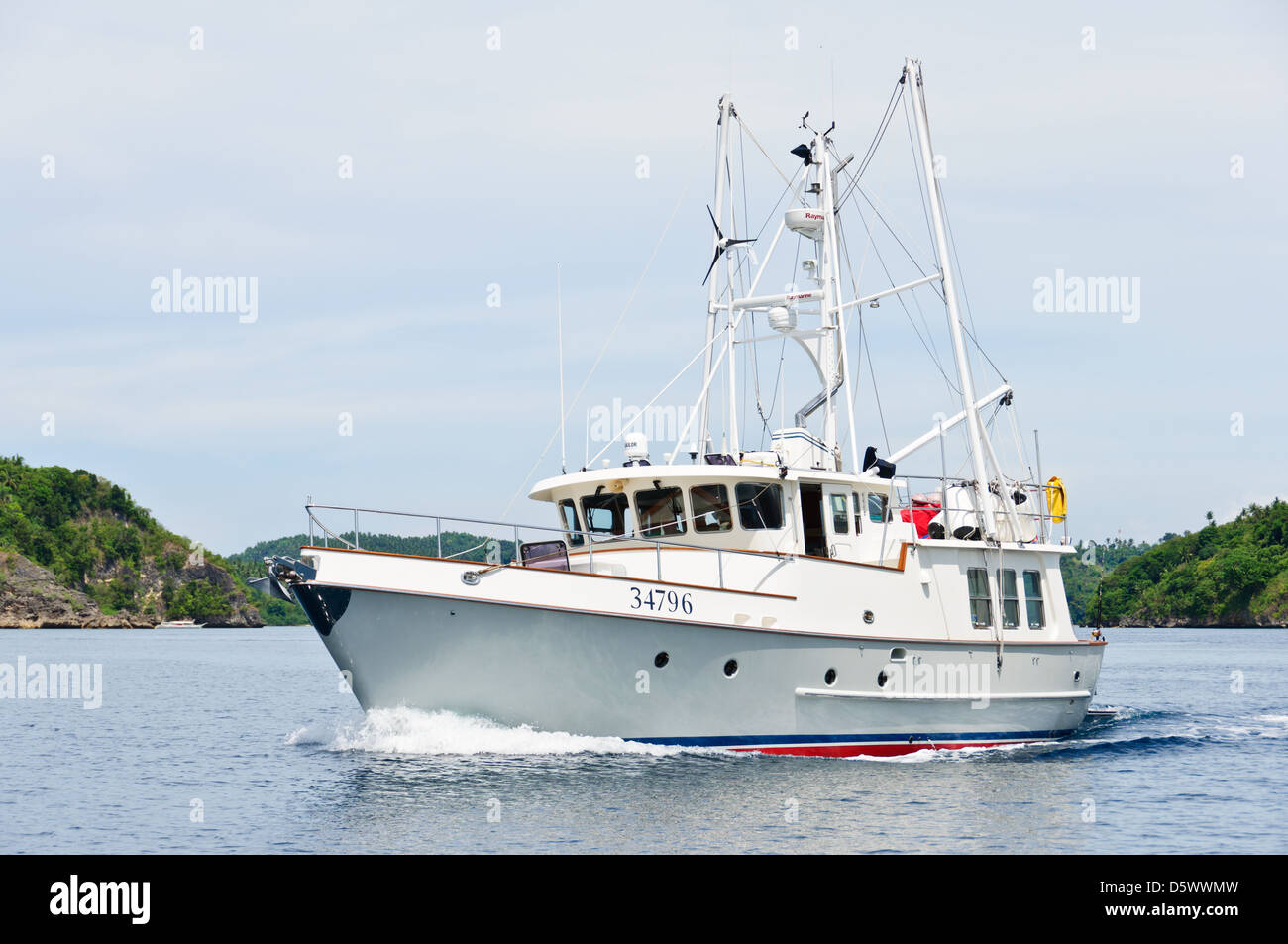 Sport fishing boat for recreational boat fishing big game for Large fishing boats