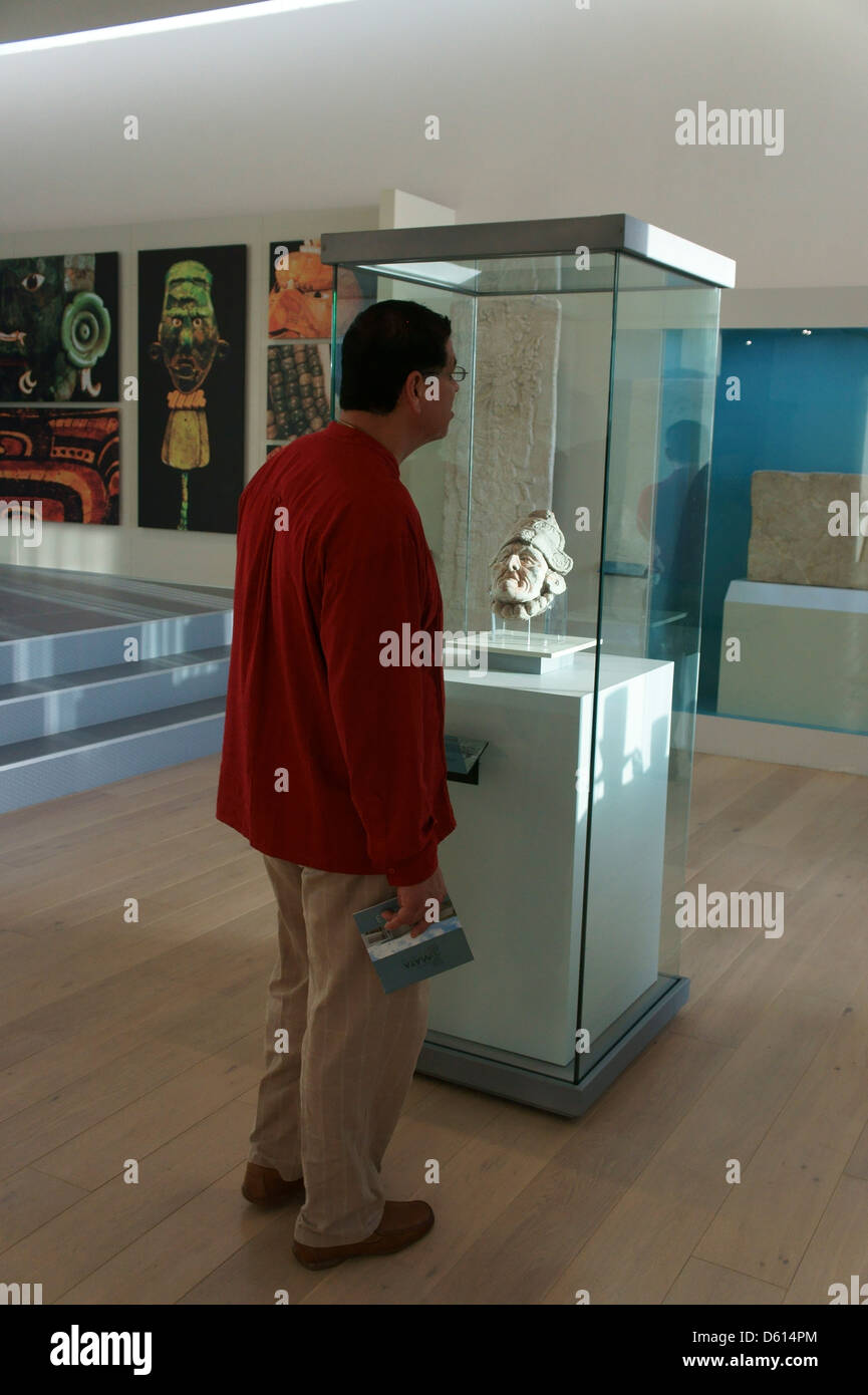 Tourist In The Museo Maya De Cancun Or Cancun Mayan Museum That  # Muebles Dipay Cancun