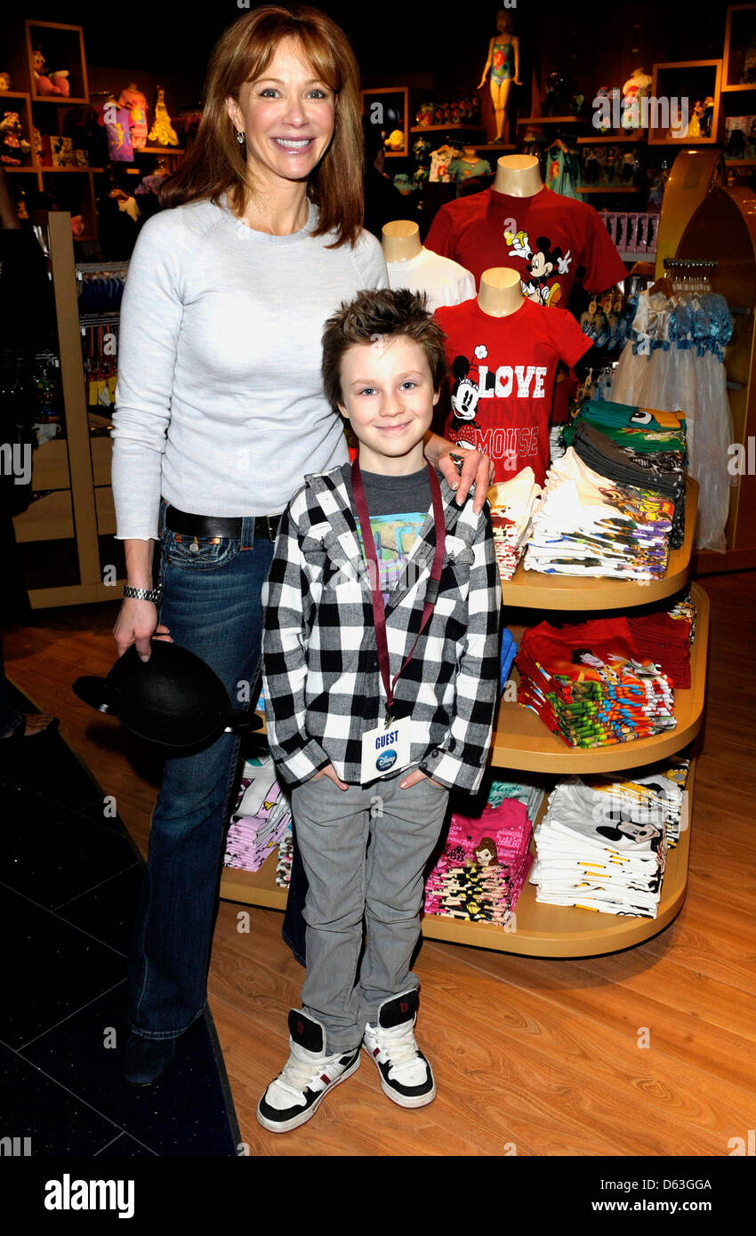 Actress Lauren Holly and son Azer Greco Disney Store Re ... Lauren Holly George Greco