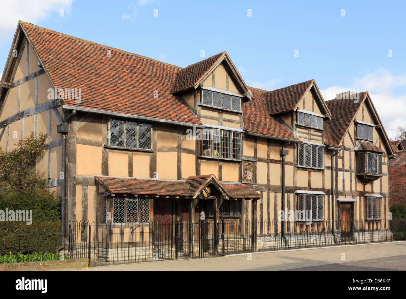 shakespeare 39 s birthplace 16thc half timbered old house now a museum stock photo royalty free. Black Bedroom Furniture Sets. Home Design Ideas
