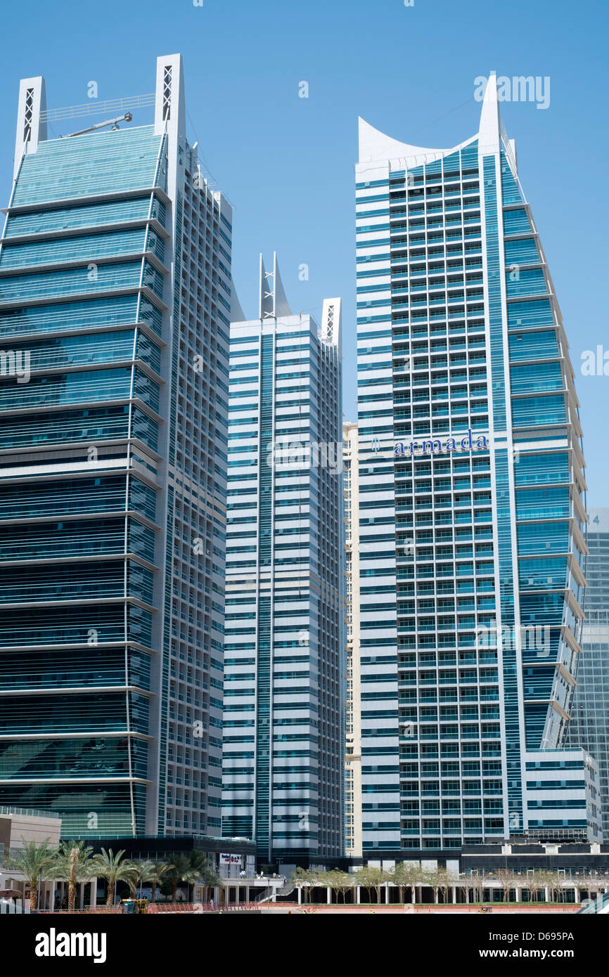View of modern high rise apartment towers at jumeirah for Modern high rise building design