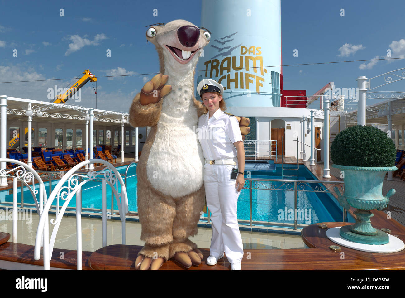 Dpaexlusiv Ice Age Star Sid Poses With Captain Claudia - How do you become a captain of a cruise ship