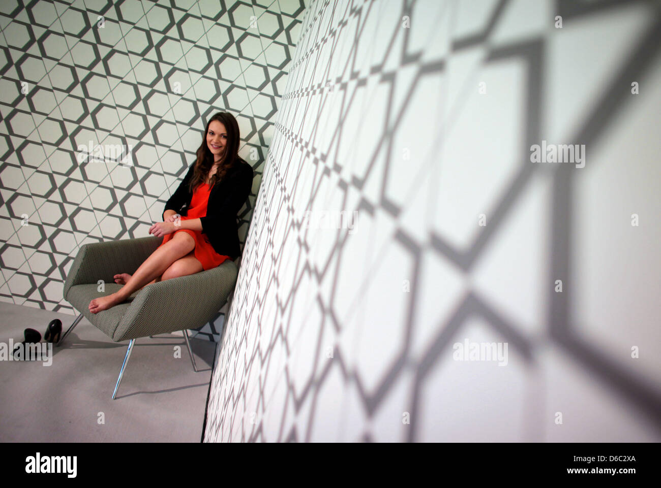A Model Sits On The Chair Mundo By Leolux At The International  # Muebles Koln Internacional