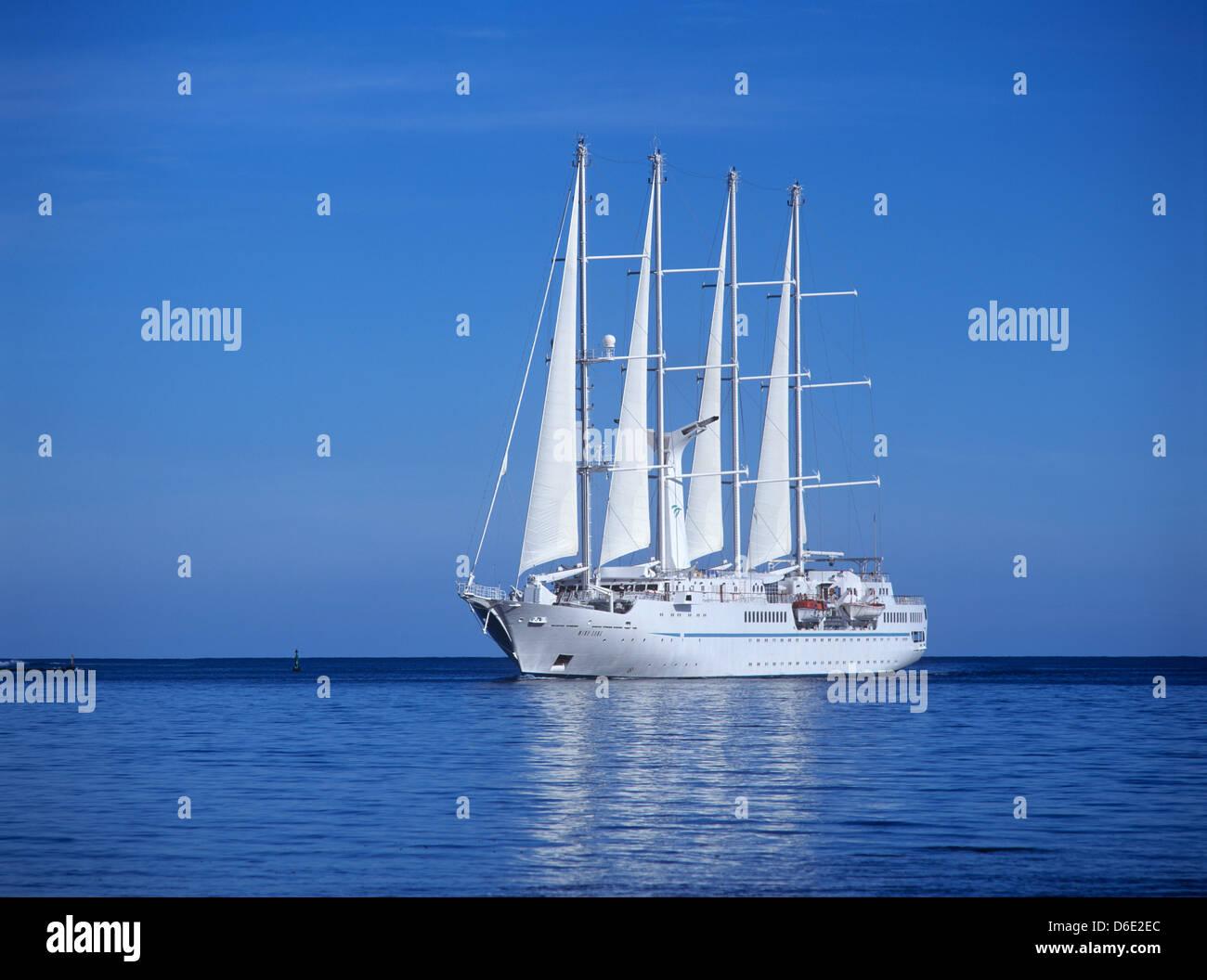 French Polynesia Society Islands Windward Islands Moorea - Windsong cruise ship