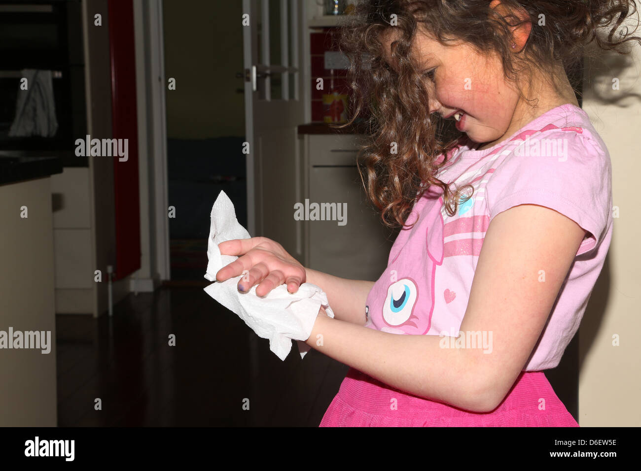 Kid Dry Hands With Paper Towel