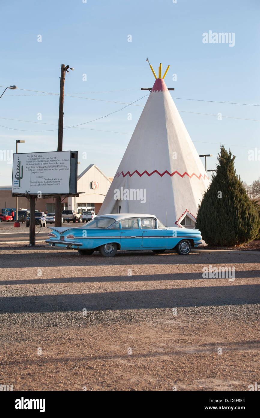 Old classic cars at Wigwam Motel in Holbrook, Arizona, United States ...
