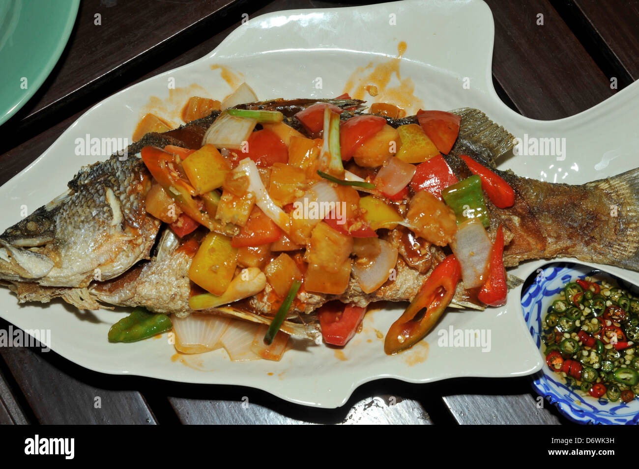 Thailand fried gulf of thailand fish with sweet sour for Pineapple sauce for fish