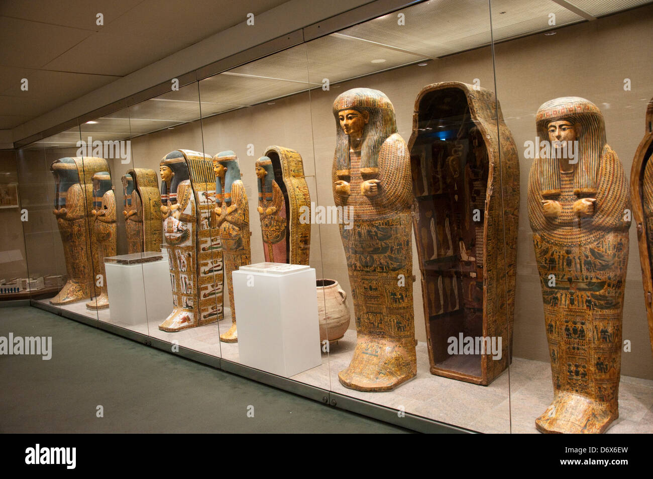 The egyptian gallery in the metropolitan museum of art for Metropolitan museum of art in new york
