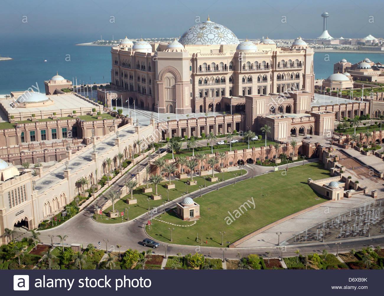Luxury hotel Emirates Palace in Abu Dhabi, United Arab Emirates ...