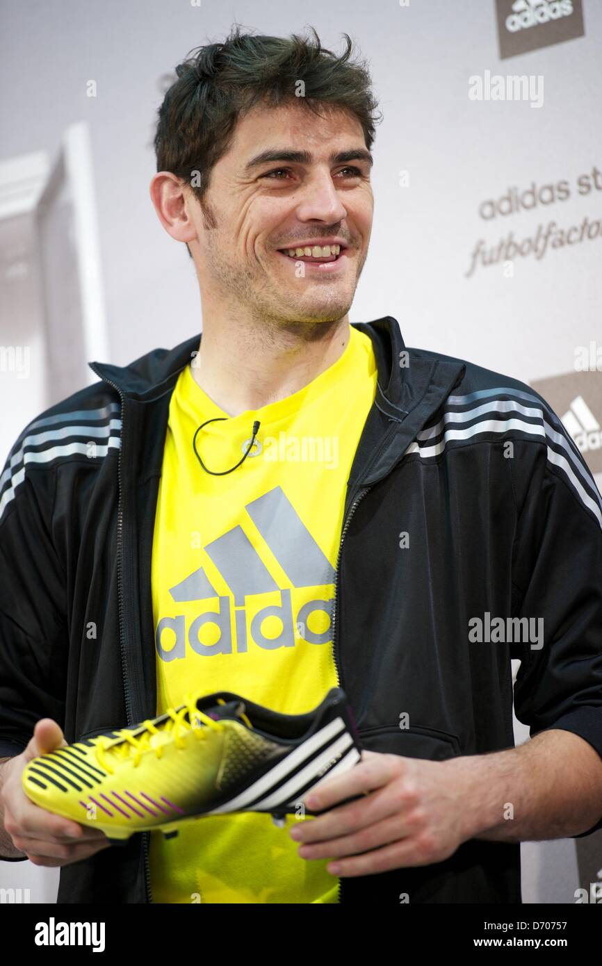 iker casillas gloves 2013 images pictures becuo