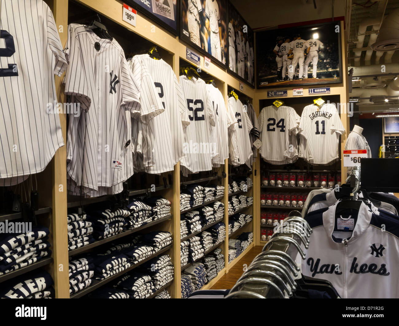 new york yankees 39 jerseys modell 39 s sporting goods store interior stock photo royalty free. Black Bedroom Furniture Sets. Home Design Ideas