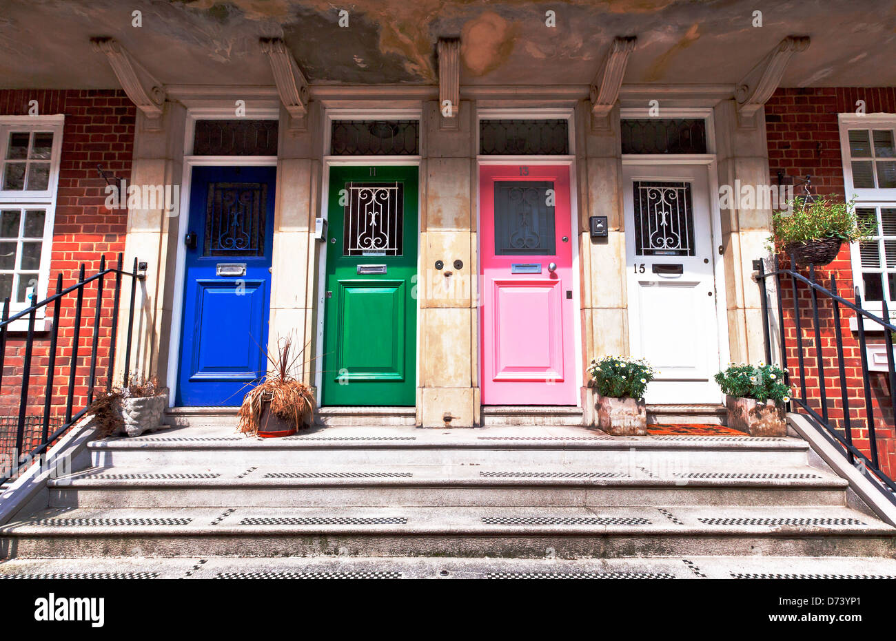 Four colored doors de Walden Street London England UK Europe : street doors images - pezcame.com