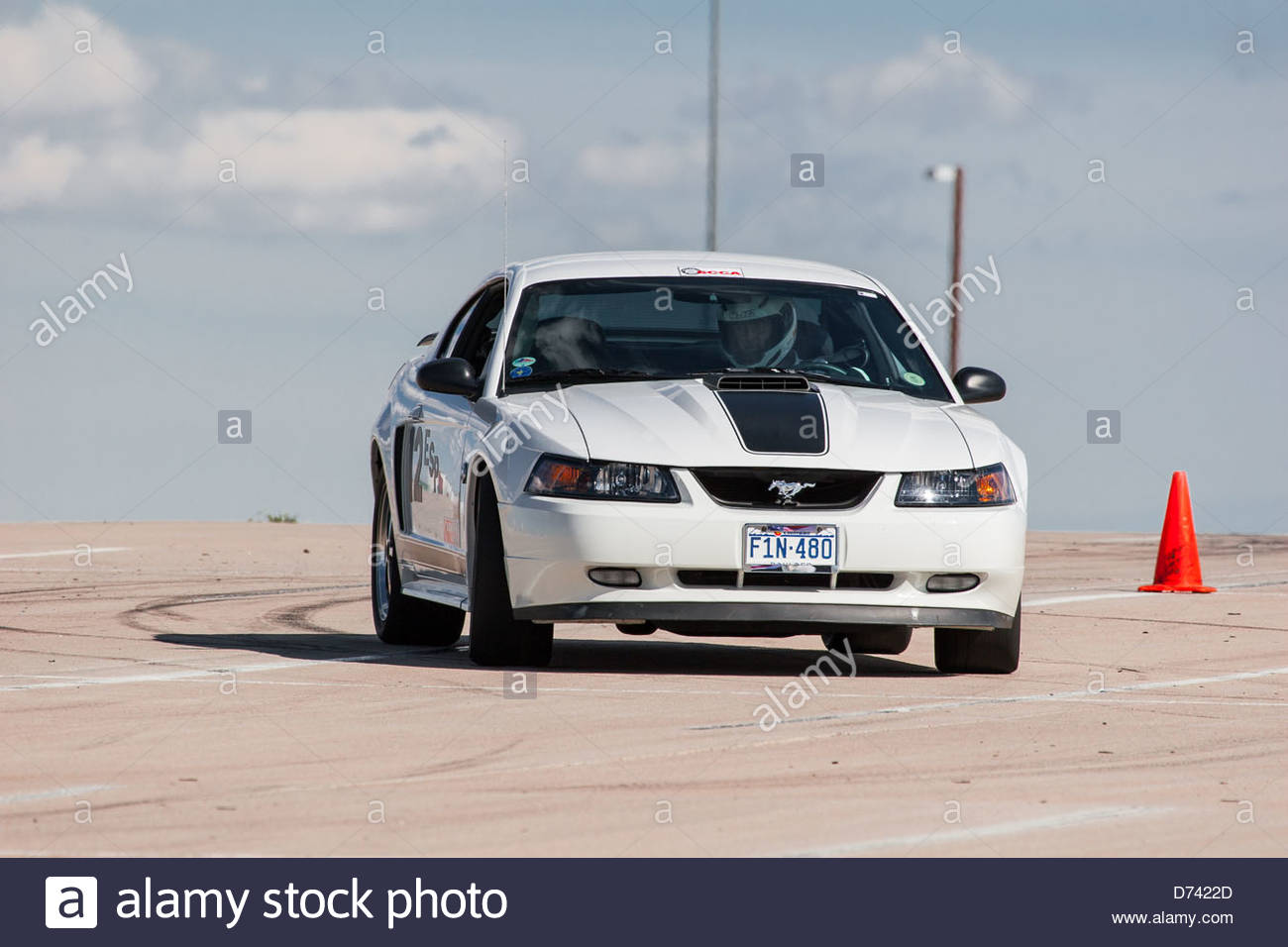 2004 white mustang | Oxford White / Dark Charcoal 2004 Ford ...