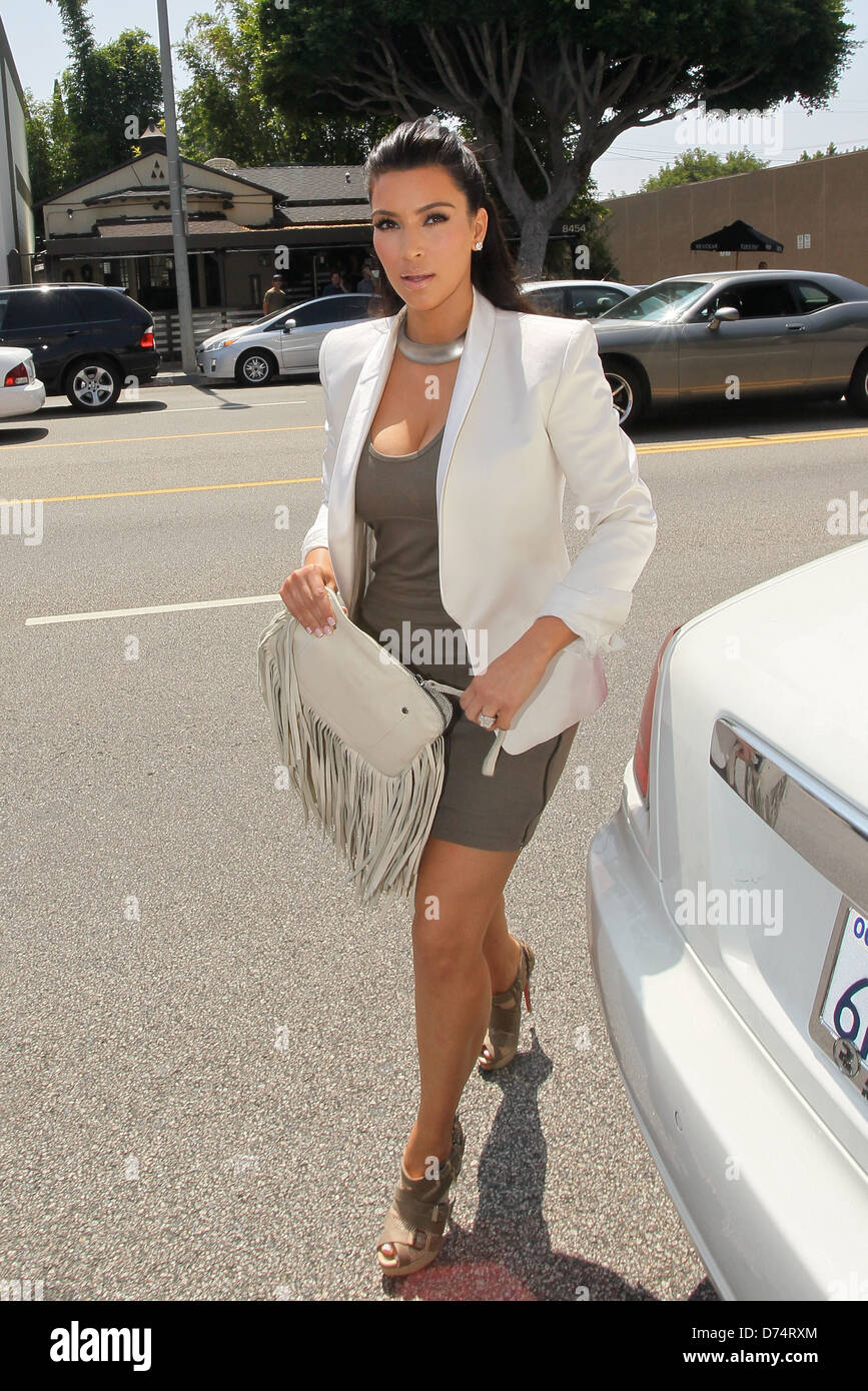 Kim Kardashian Arriving At The Vera Wang Store For Her Last