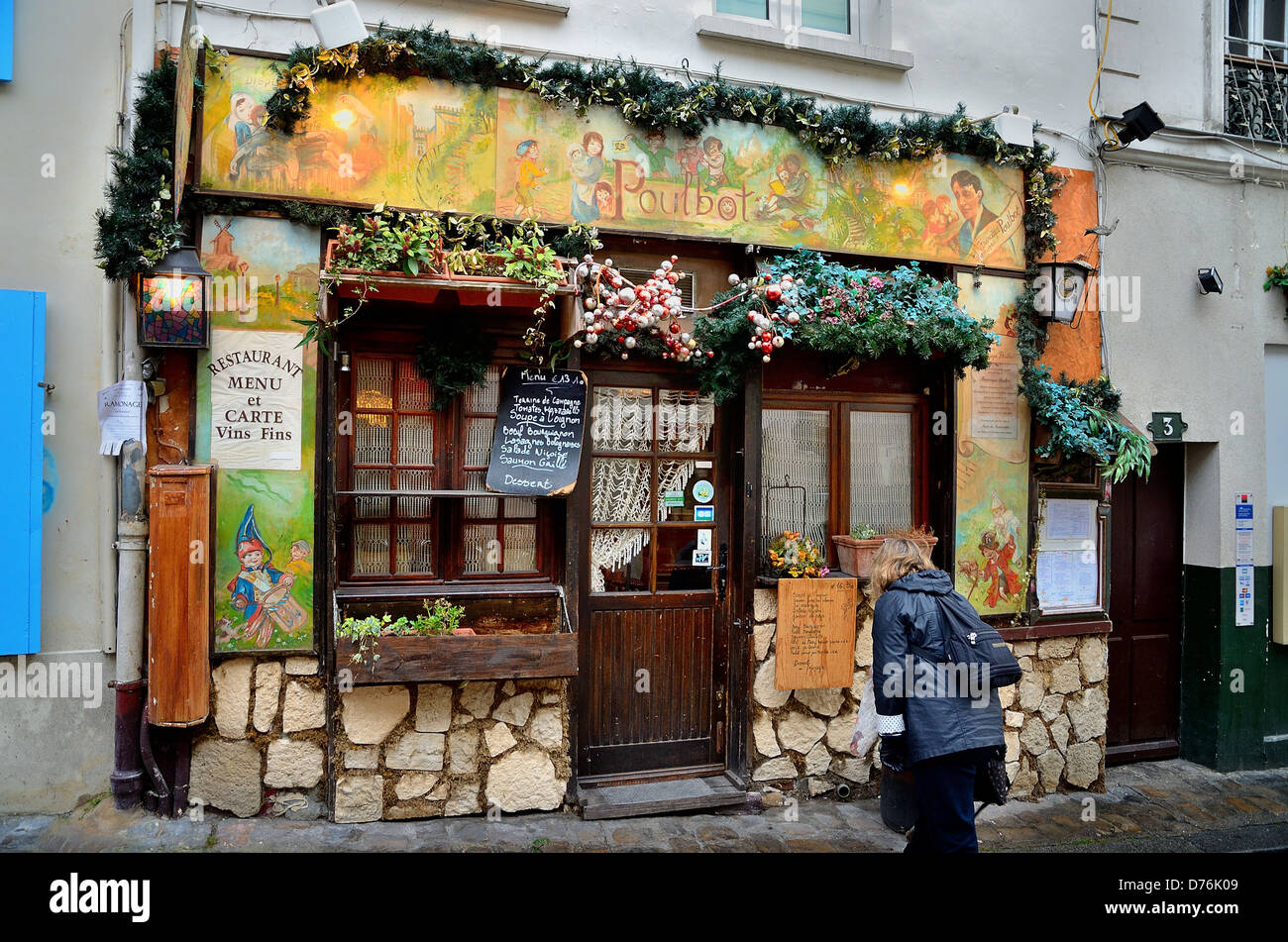 Exterior of la poulbot restaurant montmartre paris france for Restaurant miroir montmartre